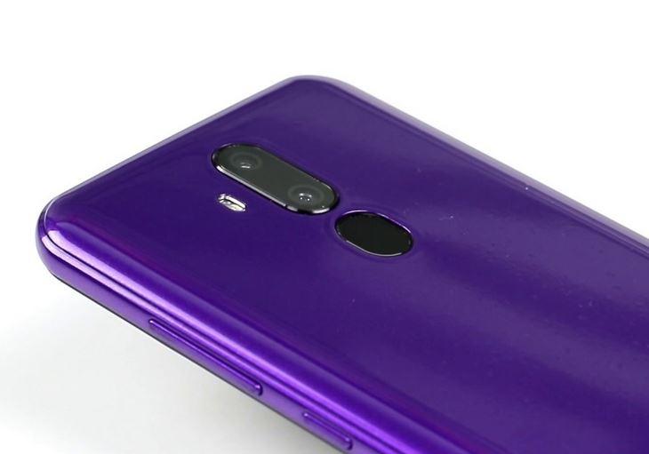 Недорогой смартфон Oukitel C12 Pro старается быть похожим на флагманские модели.
